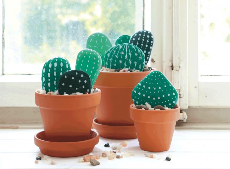 Marabu Basteltipp: Mein kleiner, grüner Kaktus – bemalte Steine mit Marabu Decorlack